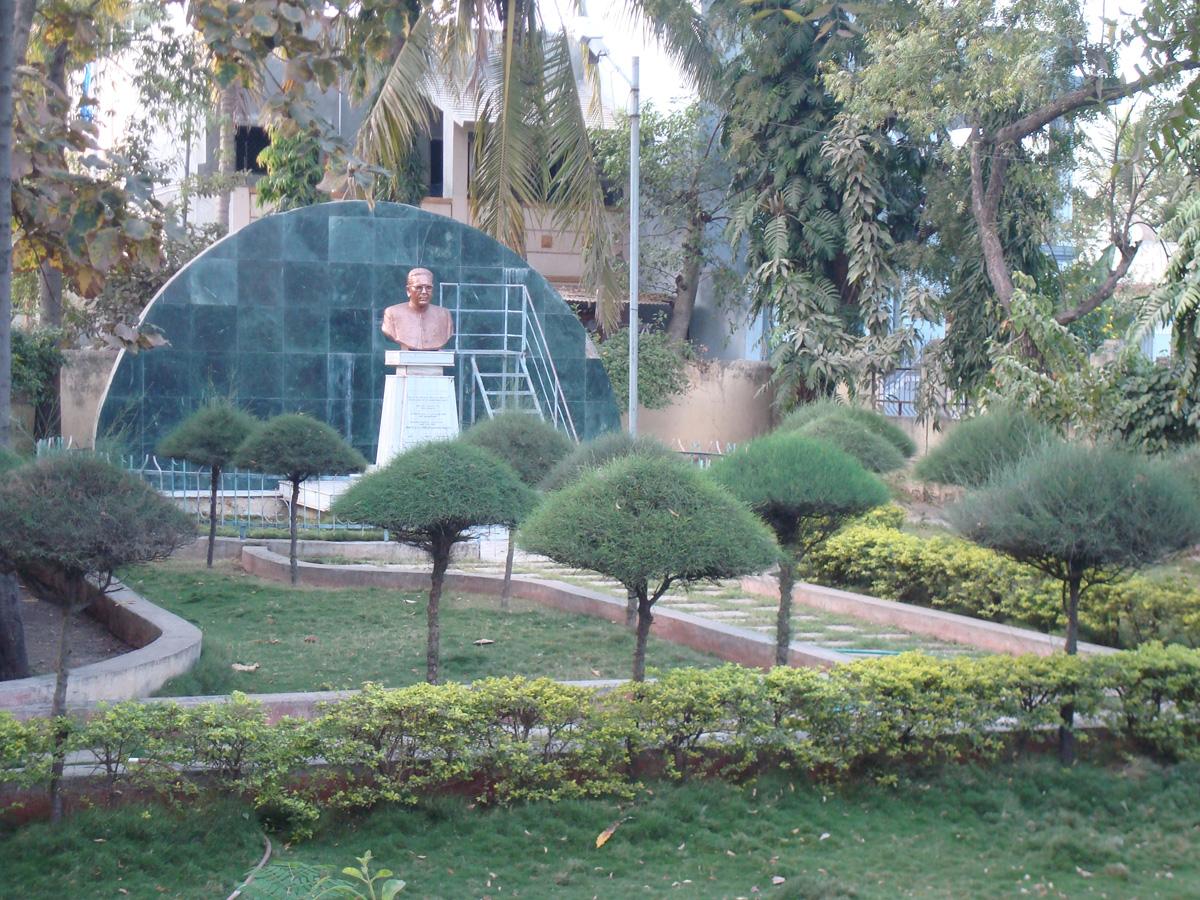 Dise o de jardines peque os gardening video forum for Jardines para espacios pequenos