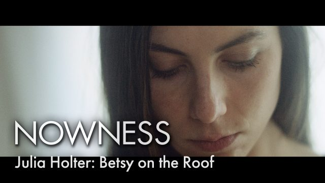 """Betsy on the Roof"" live by Julia Holter"