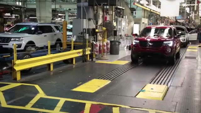 2016 Ford Explorer at Chicago Assembly Plant | AutoMotoTV