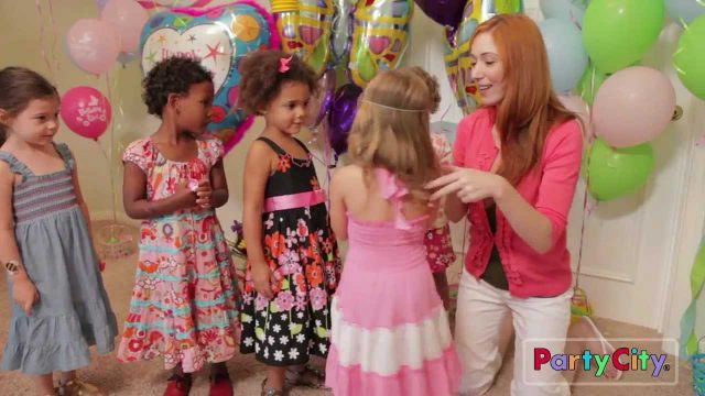 Garden Girl Birthday Party Ideas from Party City