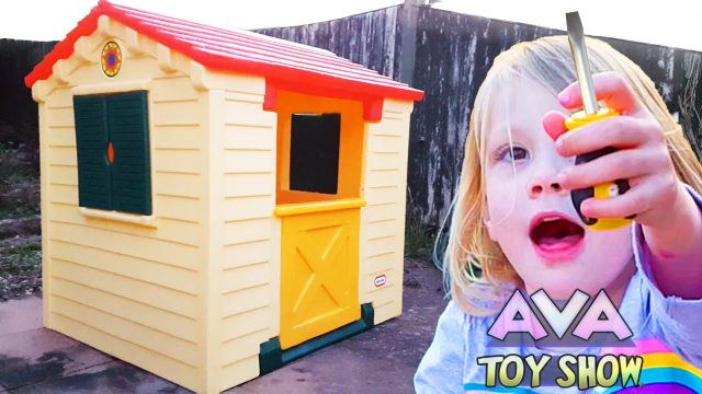kid builds first house by herself LITTLE TIKES PLAYHOUSE