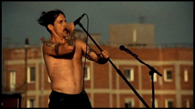 Red Hot Chili Peppers – The Adventures of Rain Dance Maggie (official video)