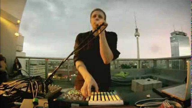 Jan Blomqvist – Something Says (Live at WEEKEND Rooftop)