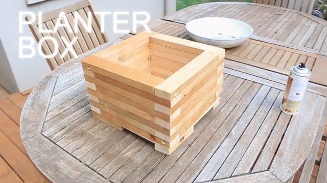 Reclaimed Wood Planter Box – Eski Görünümlü Saksı