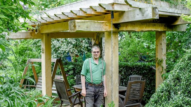 Salvaged Trees Become a Living-Roof Arbor