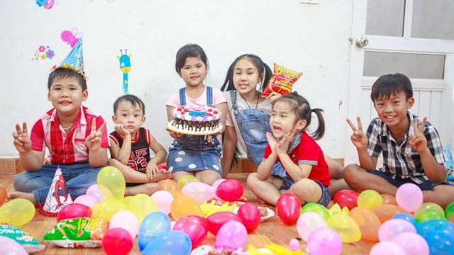 Kids Go To School | Day Birthday Of Chuns Play In Ball Garden The Children's City Toys