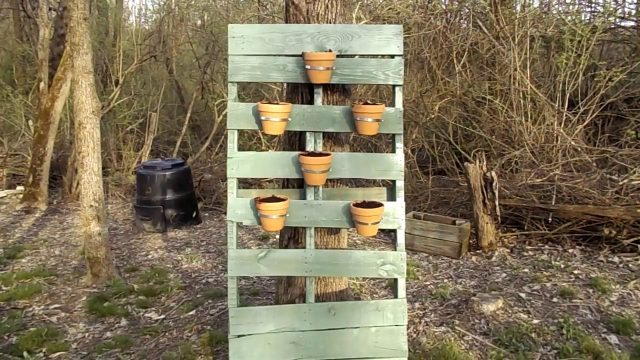 Vertical Gardening Pallet Planter | Repurposing Pallets to Make a Hanging Garden | DIY