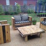 10 Wooden Pallet Outdoor Sofa and Table Ideas
