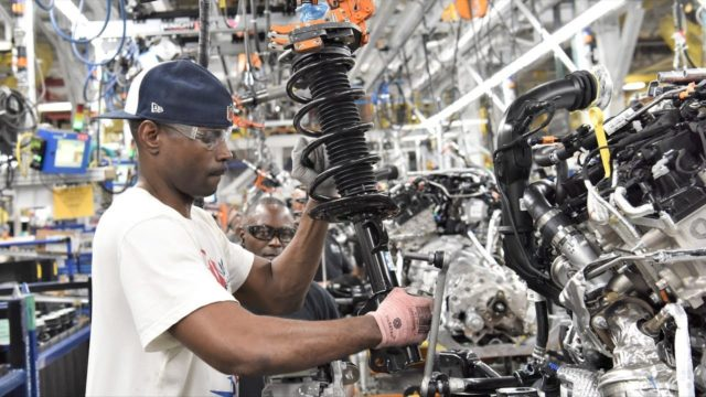 2020 Ford SUV Production at Chicago Plant – Ford Explorer & Lincoln Aviator
