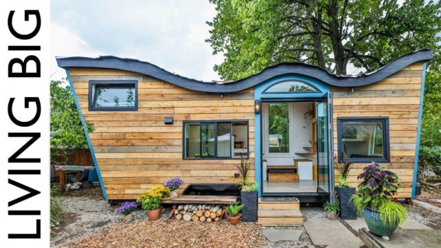 Natural-Built Tiny House Incorporates Biophilic Design And A Living Roof 🌱