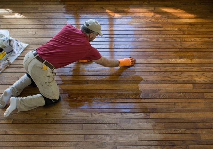 Cleaning and maintenance of a parquet