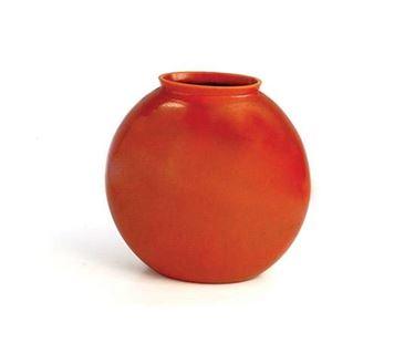 design vase in terracotta