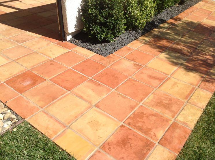 Colored non-slip tiles
