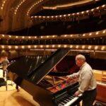 So Chicago: Piano (tuning) man